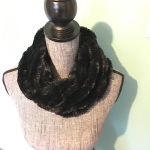 Super Soft Fuzzy Scarf Infinity Loop Black Circle